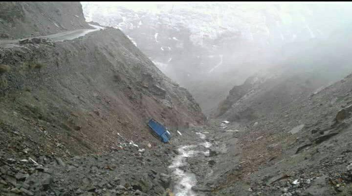 लाहौल: रोपसंग नाले के पास ट्रक खाई में गिरा, चालक की मौत