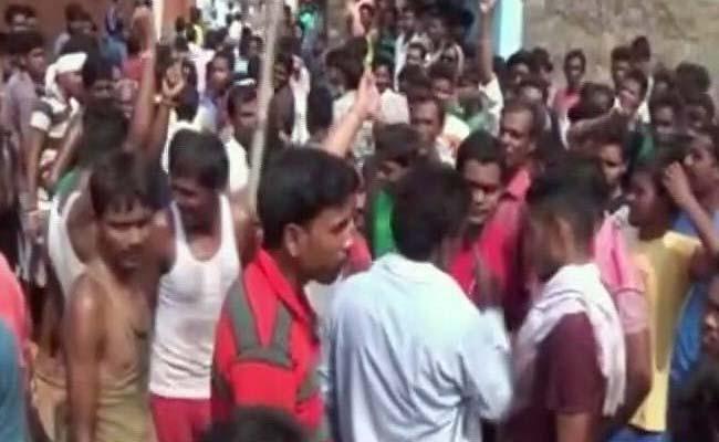 झारखंड में गुस्साई भीड़ ने बच्चा चोर समझकर छह लोगों को पीट-पीटकर मार डाला