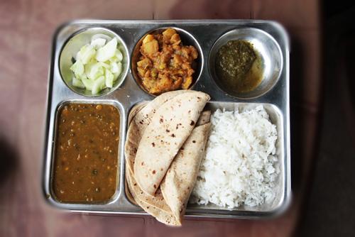 गुजरात में मजदूरों को मिलेगा 10 रुपये में भरपेट भोजन