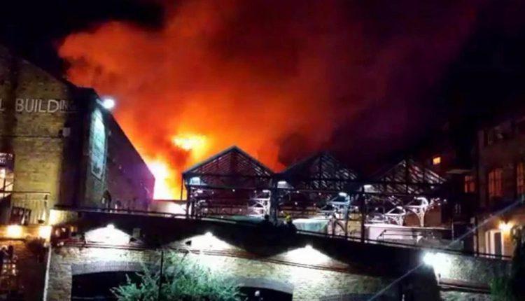 लंदन : केमडेन लॉक मार्केट में भीषण आग, 70 दमकल कर्मी मौके पर