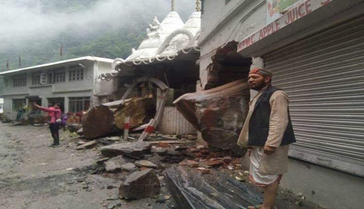 भूस्खलनः हणोगी माता मंदिर में Juice Bar के अंदर जा घुसी चट्टान