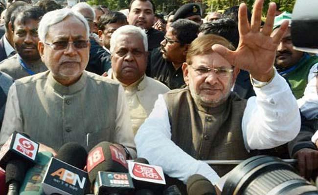 नीतीश कुमार के रुख से JD(U) में घमासान, शरद यादव से मिले पार्टी के सांसद