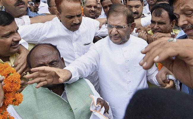 नीतीश की बड़ी कार्रवाई, राज्यसभा में शरद यादव की जेडीयू के नेता पद से छुट्टी