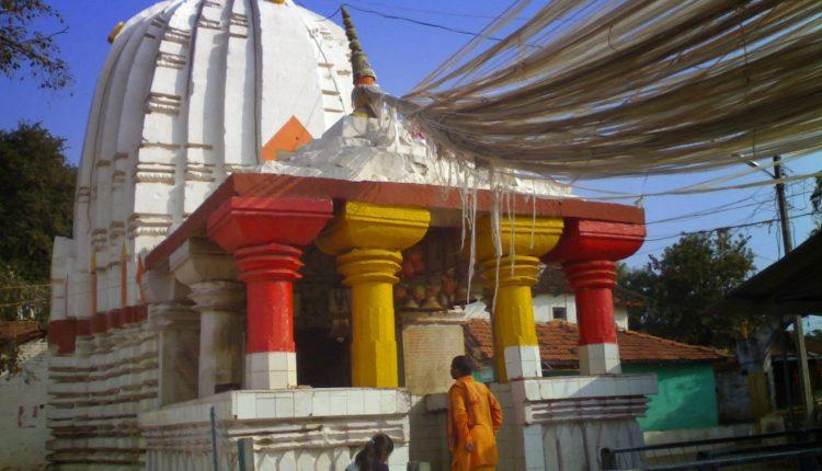 देवतालाब; एक ही पत्थर मे बना हुआ विशाल शिव मंदिर, दिव्य पंच शिव लिंग
