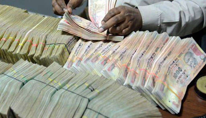 कालेधन के खिलाफ मुहिम जारी: बंद की गईं 2 लाख 'फर्जी' कंपनियों के बैंक खातों पर बैन