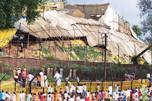राम जन्मभूमि-बाबरी मस्जिद विवाद भड़काने के लिए मौलवियों को पैसा दे रहा पकिस्तान : शिया वक्फ बोर्ड