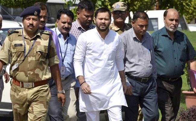 गुजरात विधानसभा चुनाव में पार्टी उम्मीदवार उतारने को तैयार नीतीश कुमार, तेजस्वी यादव ने कसा तंज