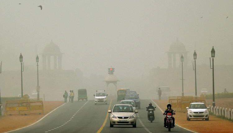 जहरीली हवा का साइड इफेक्ट : दिल्ली में चार गुना बढ़ा पार्किंग शुल्क
