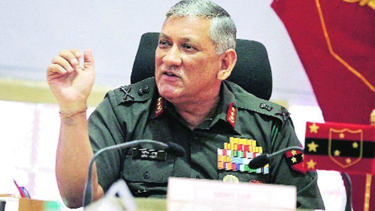 सेना में हो रही राजनीति की घुसपैठ: आर्मी चीफ रावत